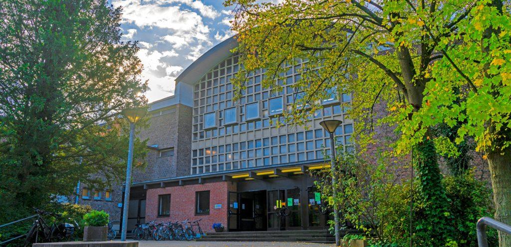 Frontansicht der LFS Köln